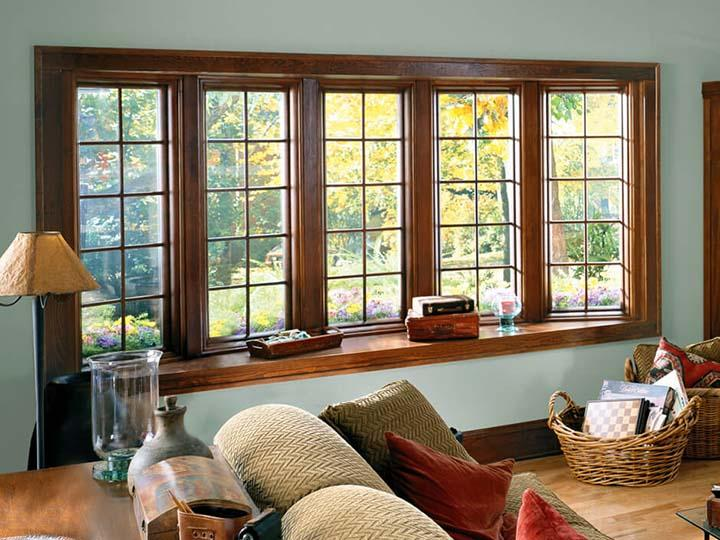 Oak bow window with colonial grilles