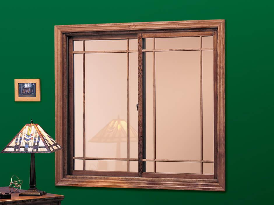 Gliding window with prairie grilles