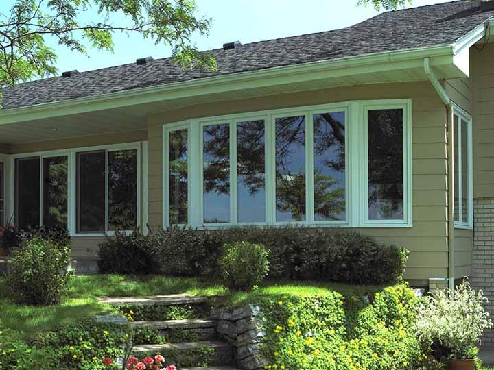 Casement windows are a breeze to clean and easy to operate. Perfect for kitchens and sunrooms, just crank your casement windows out to let fresh air in. Enjoy the clean, contemporary look Renewal by Andersen replacement casement windows add to your home.
